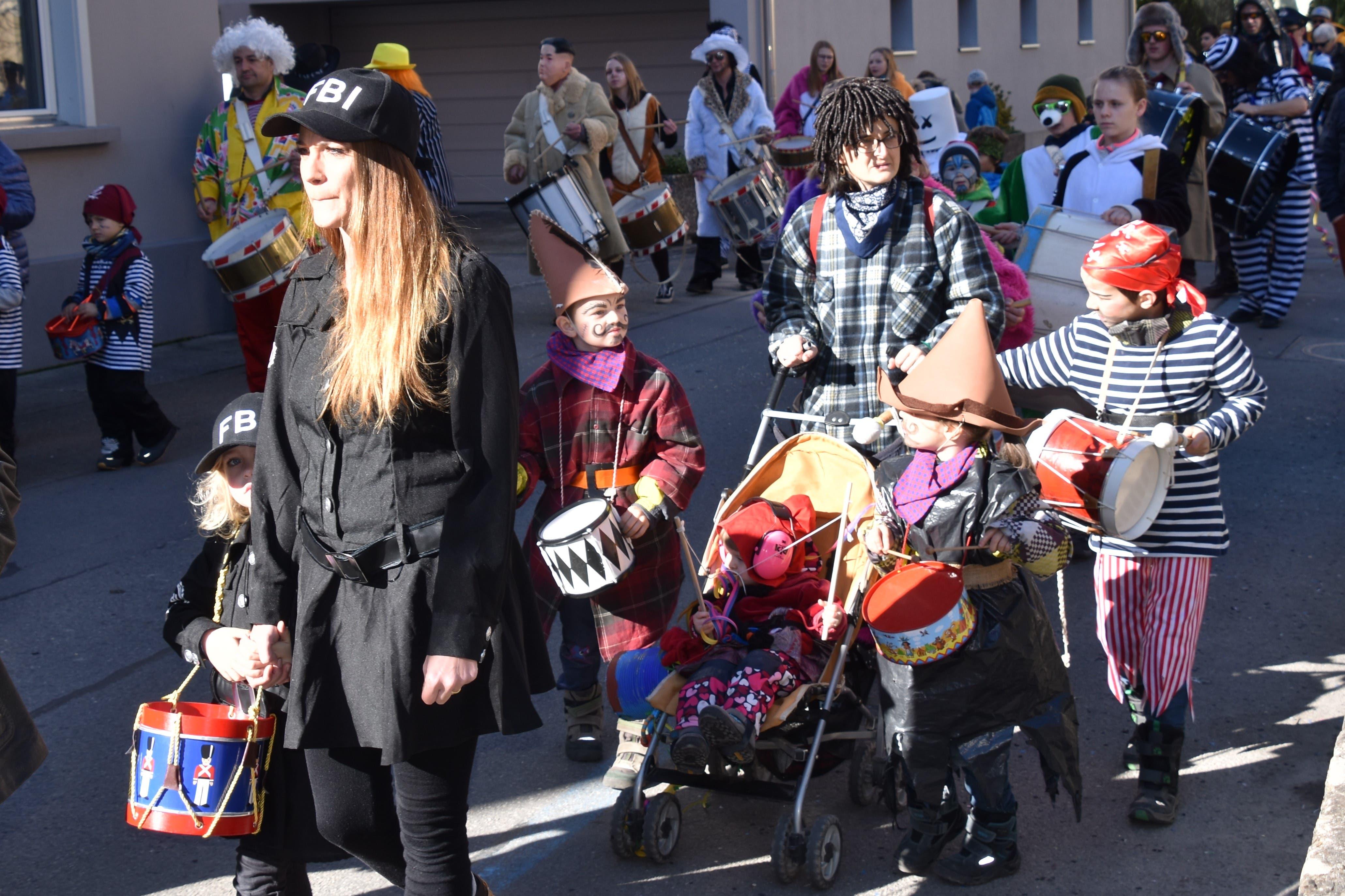 Farbenfroh und bei herrlichem Wetter ging die Kinderkatzenmusik über die Bühne.