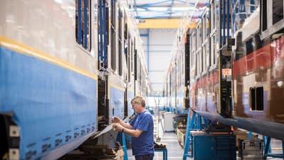 Blick in die Produktion der Stadler Rail AG am Hauptsitz im thurgauischen Bussnang. (Bild: Reto Martin)