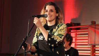Brigitt Zuberbühler, alias Lina Button, singt in der Kinderliederband Silberbüx. (Bild: PD)