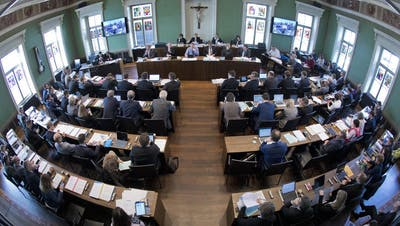 Zuger Kantonsrat: Kritik an vorauseilender Anpassung