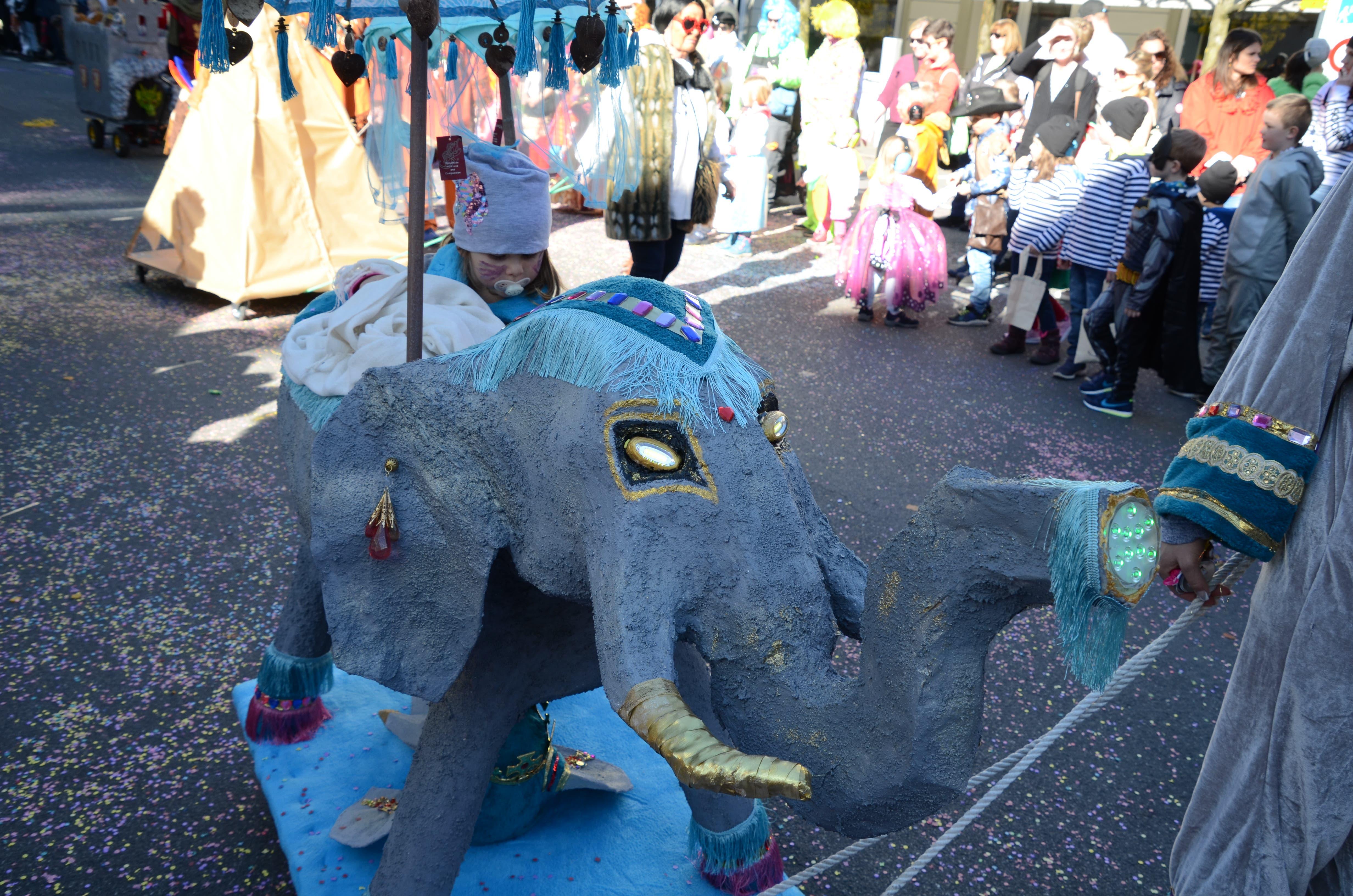 Eine kleine «Elefantendompteurin».