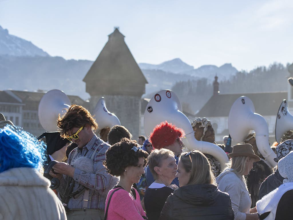 Luzern feierte bei frühsommerlichen Temperaturen einen weiteren Fasnachtstag.