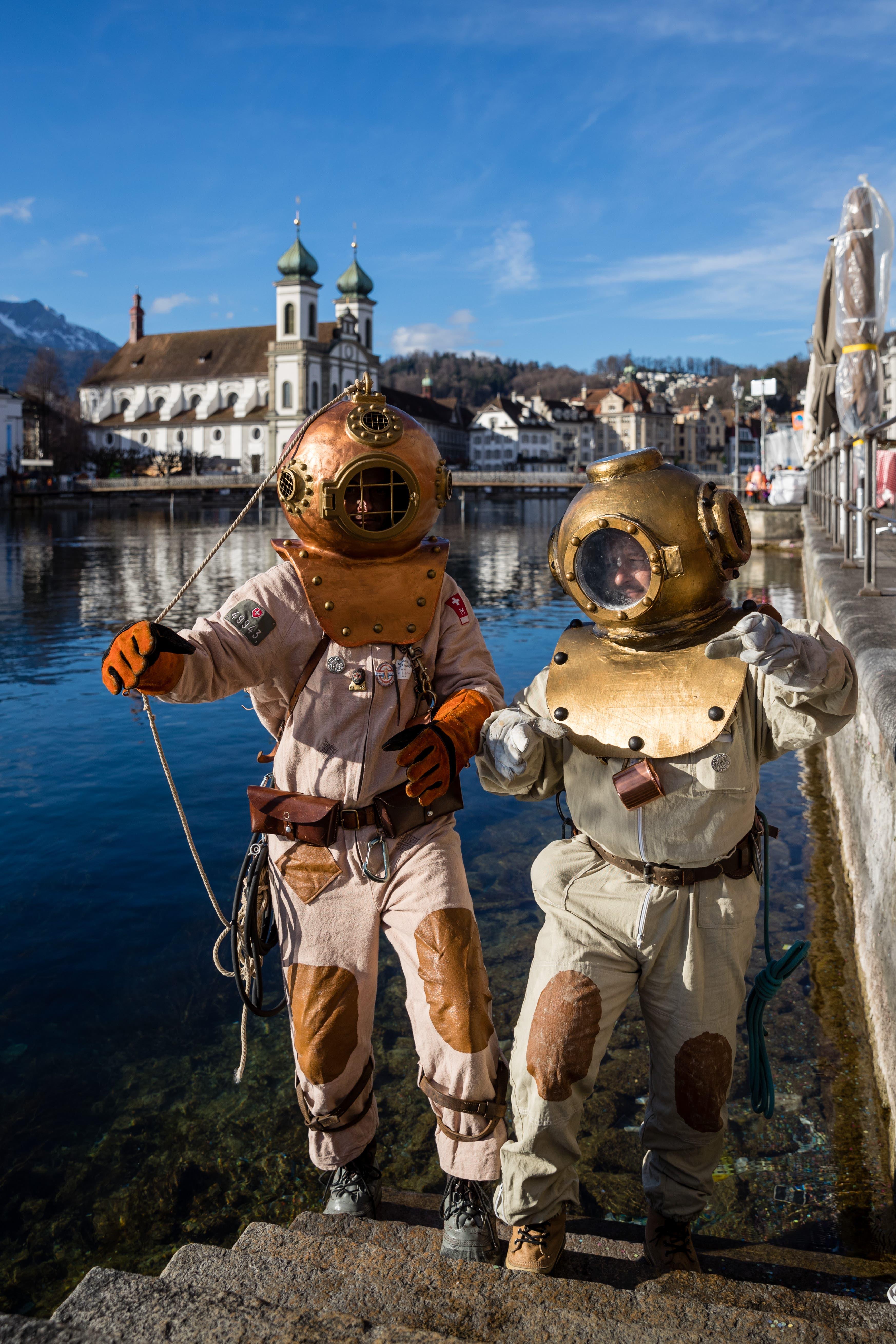Adrian und Adrian steigen aus «den Wassern von Luzern».