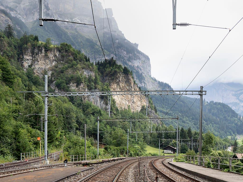 Schiene und Strasse in Mitholz sollen so gesichert werden, dass die Nord-Süd-Verbindung auch während den Räumungsarbeiten gewährleistet ist.