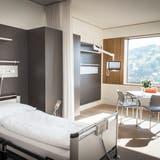 Für schwere Fälle die Luftrettung: Patientenzimmer im 2018 eingeweihten Neubau des Spitals Wattwil. (Bild: Ralph Ribi)