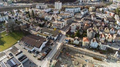 Die Erneuerung der Lindenstrasse steht bevor. Unten rechts das Benninger-Areal, auf dem ein Grossprojekt umgesetzt wird. (Bild: Beat Schiltknecht/Imagevideo)