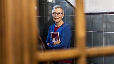 Das Auge Gottes sieht nicht alles – Beatrice Häfliger aus dem Neckertal präsentiert ihren Debutroman