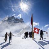 Touristen auf dem Jungfraujoch - eine Aufnahme aus Vor-Corona-Zeiten. (Bild: Anthony Anex / KEYSTONE)