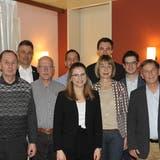 Zehn der 14 Sirnacher Kandidatinnen und Kandidaten nahmen am Podium im «Löwensaal» teil. Rechts im Bild: Roger Piberauer von der Interpartei und Moderator Willy Nägeli. ((Bild: Urs Nobel))