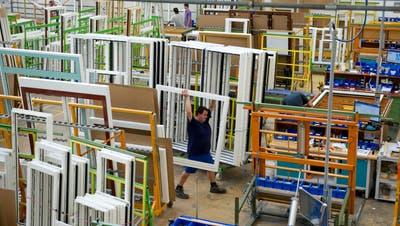 Als Ego Kiefer noch in der Schweiz Fenster im grossen Stil produzierte: Blick ins Rheintaler Werk vor sieben Jahren. (Bild: Ralph Ribi (Altstätten, 8. März 2013))
