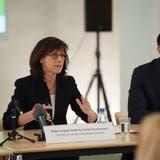 Regierungspräsidentin Heidi Hanselmann und Regierungsrat Marc Mächler an der Medienkonferenz. (Bild: Raphael Rohner)