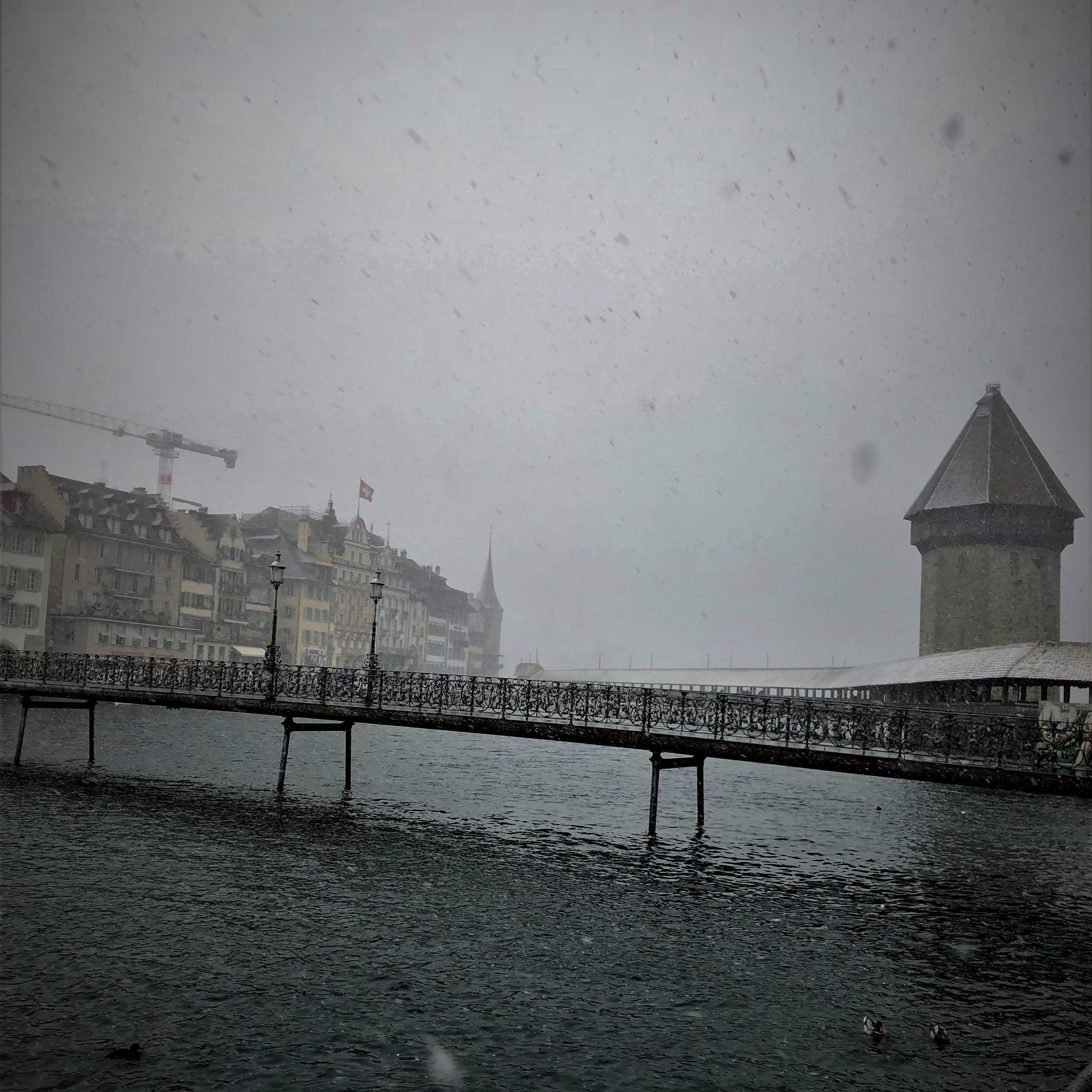 Der traurige Tag nach der närrischen, farbenfrohen 5. Jahreszeit; Gespenstische Ruhe in Luzern.