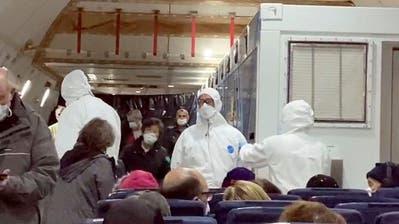 epa08246748 Passengers wearing protective mask arrive at the airport of Chisinau, Moldova, 25 February 2020. Moldova's government decided to increase border crossing control measures because of recent Coronavirus cases in Italy.  EPA/DUMITRU DORU (Dumitru Doru / EPA)