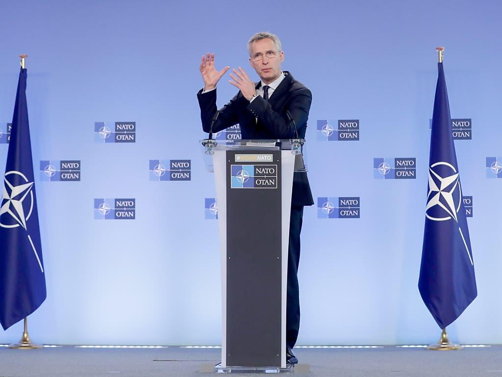 Vor dem Hintergrund der sich zuspitzenden militärischen Konfrontation zwischen der Türkei und den syrischen Regierungstruppen in Idlib hat die Nato ihre Solidarität mit Ankara bekräftigt. Das erklärte Nato-Generalsekretär Jens Stoltenberg in Brüssel.