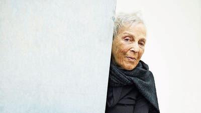 Die italienische Künstlerin Marion Baruch im Kunstmuseum Luzern bei einem ihrer Werke. (Bilder: Jakob Ineichen (Luzern, 26. Februar 2020))