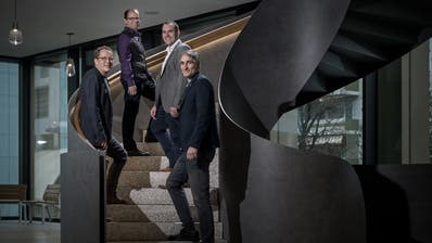 Diese vier Neuen zieht's in den Krienser Stadtrat (von links nach rechts): Maurus Frey (Grüne), Cla Büchi (SP), Marco Frauenknecht (SVP) und Roger Erni (FDP). Das Bild entstand im Treppenhaus des Stadthauses Kriens. (Bilder: Pius Amrein (Kriens, 23. Januar 2020))