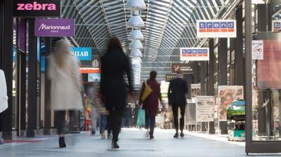 Geben ein weiteres Mal Anlass zu Diskussionen: die Ladenöffnungszeiten im Kanton Zug. (Bild: Matthias Jurt (Zug, 28. Februar 2020))
