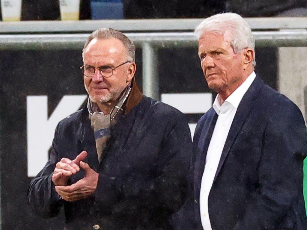 Hoffenheims Chef Dietmar Hopp (rechts) wurde von den Bayern Fans auf Transparenten beleidigt