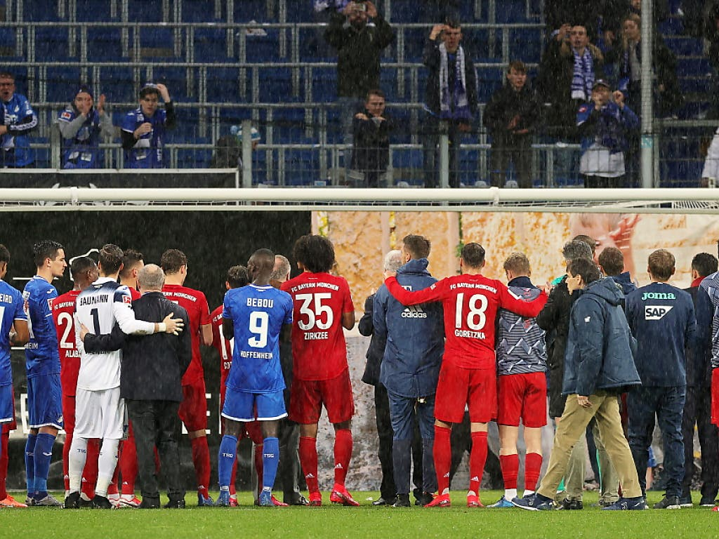 Nach Spielschluss bildeten Bayern und Hoffenheimer gemeinsam eine Front für Dietmar Hopp