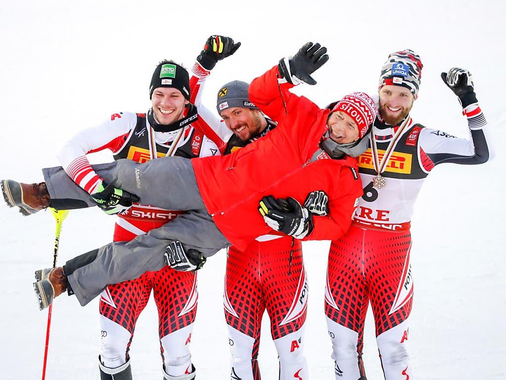 Vor einem Jahr hatte das Austria-Team mit Präsident Peter Schröcksnadel noch gut lachen: Im WM-Slalom in Are feierten Marcel Hirscher (Mitte), Michael Matt (links) und Marco Schwarz (rechts) einen Dreifachsieg