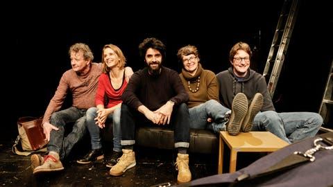 Das Team der Theaterwerkstatt Gleis 5 (von links): Joe Fenner, Rahel Wohlgensinger, Giuseppe Spina,  Judith Zwick und Simon Engeli. (Bild: Donato Caspari)
