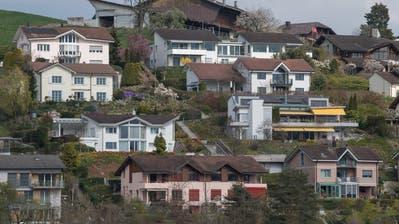 Einfamilienhäuser in Adligenswil.Fotografiert am 09. April 2019.Boris Bürgisser / LZImmobilienHausHypothek (Lz / Boris Bürgisser / LZ / Boris Bürgisser)