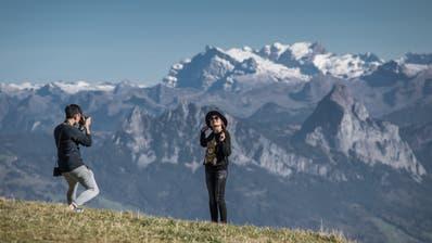 Die Berge (hier auf der Rigi) gehören zum Pflichtprogramm. Was sie konkret besuchen wollen, entscheiden chinesische Individualreisende aber sehr spontan. (Pius Amrein  (lz) / Luzerner Zeitung)
