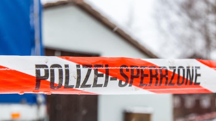 Am Dienstag ist es in mehreren Kantonen zu insgesamt elf Hausdurchsuchungen gekommen (Symbolbild). (Bild: Fabio Baranzini)