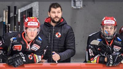 Trainer Kevin Schüepp (Mitte) verlässt den EHC Frauenfeld Ende Saison. (Reto Martin (Frauenfeld, 27. November 2019))