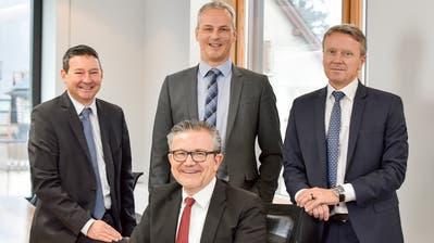 Verwaltungsratspräsident und Bankleitung sind zufrieden mit dem Geschäftsjahr: Reto Schmid, André Ess, Daniel Landolt (hinten) und Dominik Holderegger (vorne). ((Bild: PD))