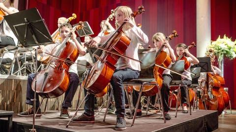 Jugendliche Streicher: Bei einigen fängt die Begeisterung für Musik früh an. (Bild: Sandra Ardizzone)