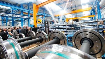 Blick in die Produktion der Drehgestelleanlässlich der Einweihung des Stadler-Neubaus in Oberwinterthur vor bald zehn Jahren. (Bild: Donato Caspari (Oberwinterthur, 4. Juni 2010))