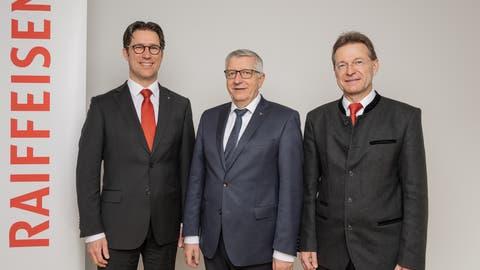 Die Vertreter desRaiffeisen-Regionalverbands Luzern-, Ob- und Nidwalden (v.l.n.r.): Oliver Britschgi (Vorstand), Kurt Sidler (Präsident) und Bruno Poli (Vorstand). (Bild: PD)