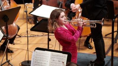 Jeder Auftritt eine Performance: die französische Trompeterin und Arthur-Waser-Preisträgerin Lucienne Renaudin Vary im Konzert. (Bild: Franca Pedrazzetti)