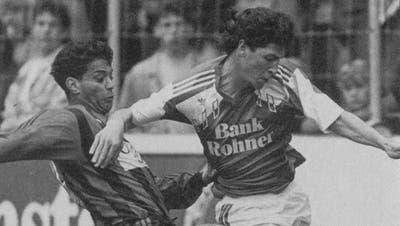 Zwischen 1990 und 1993 absolvierte Claudio Besio (rechts) – hier im Duell mit Hany Ramzy von Xamax – insgesamt 62 Spiele für den FC St.Gallen und schoss dabei neun Tore. (Bild: PD/Walter Büchler)