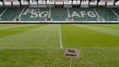 Die Stadien in der Schweiz blieben dieses Wochenende leer. Die Spiele wurden wegen des Corona-Virus und dem daraus hervorgehenden Verbot von Grossveranstaltungen verschoben. (Bild: Gian Ehrenzeller / KEYSTONE (St.Gallen, 18. Mai 2016))