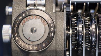 Ein Gerät der SchweizerCrypto AG, die jahrzehntelang vom amerikanischen und deutschen Nachrichtendienst im Geheimen kontrolliert wurde. (Keystone)