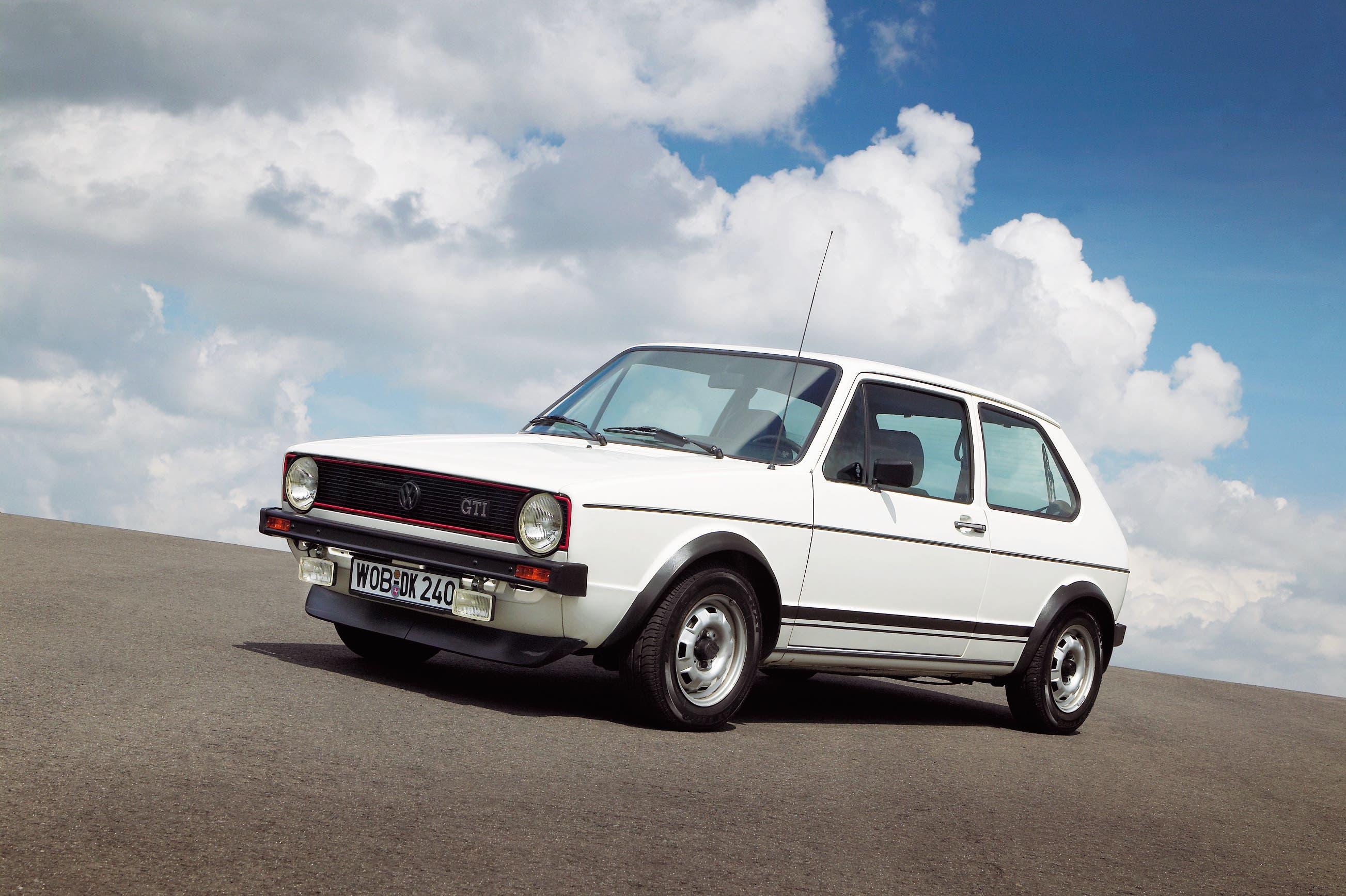 1975 stellt VW den ersten GTI vor. Geplant war zunächst eine Kleinserie von 5000 Stück.
