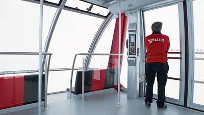 Die Pilatus-Bahnen verzeichnen seit einem Monat 50 Prozent weniger Gäste am Berg. (Anthony Anex/Keystone (3. April 2015))