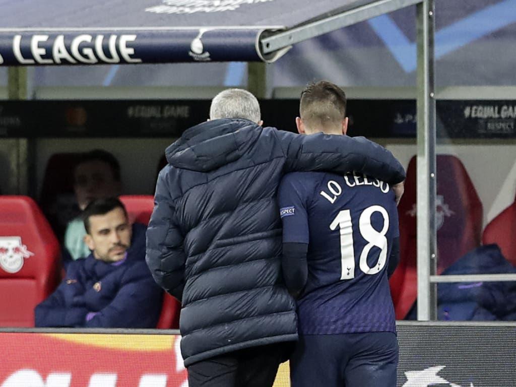 José Mourinho tröstet Giovani Lo Celso nach dessen Auswechslung