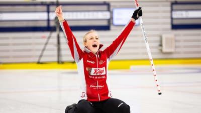 Der letzte Stein für das Team Oberwallis sitzt: Briar Hürlimann schreit ihre Freude über den Schweizer Meistertitel in die Welt hinaus. (Céline Stucky Photography / Aargauer Zeitung)