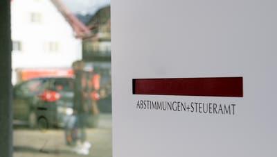 Hier gehen bald Wahlcouverts ein: der Briefkasten beim Gemeindehaus Stans. (Bild: Corinne Glanzmann (18. Februar 2020))