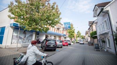 Die Alleestrasse ist die Einkaufsmeile von Romanshorn. Die Bevölkerung wünscht sich ein breiteres Angebot. ((Bild: Reto Martin))
