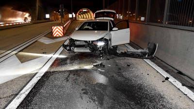 Die Verkehrsunfallstatistik Nidwalden zeigt eine Zunahme der Unfälle auf der Autobahn A2. Dieser Unfall ereignete sich im November 2019 vor dem Kirchenwaldtunnel. (Bild: PD)