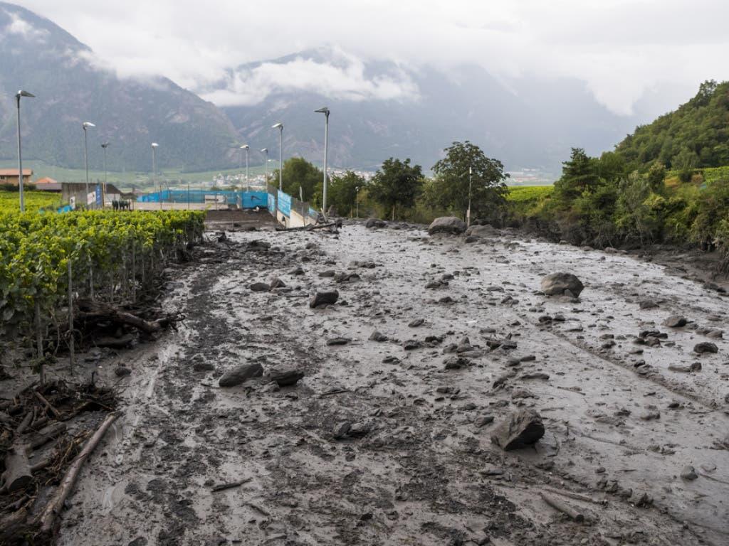 Eine gewaltige Schlammlawine wälzte sich am 12. August 2019 bei Chamoson ins Tal.