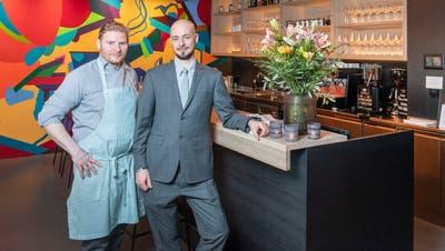 Küchenchef Markus Schenk und Gastgeber Benjamin Gilly im neuen «Corso». (Bild: Urs Bucher)