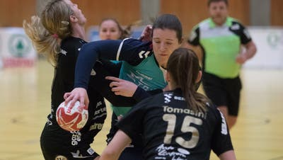 Die Zuger Rekordtorschützin Sibylle Scherer (am Ball) wird aufhören. (Bild Matthias Jurt (Zug, 19. Januar 2020))