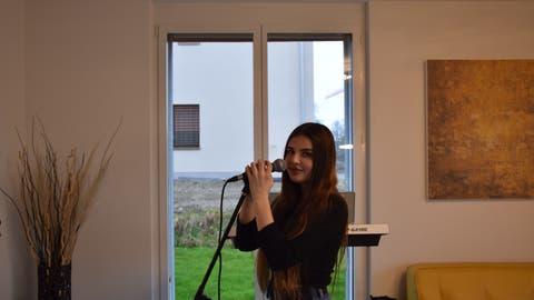 Die 16-Jährige Rickenbacherin Lorena Beadini gewährt Einblick in ihr Leben hinter den Kulissen von «The Voice of Switzerland». (Bild: Miguel Lo Bartolo)