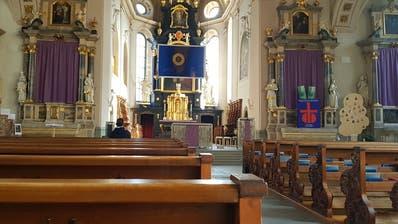 Sonntagmorgen zur Gottesdienstzeit: Ein einziger Gläubiger verliert sich im Weit der Kolumbanskirche Rorschach. (Rudolf Hirtl)