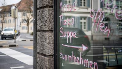 Eine der letzten Bastionen: Neben Lebensmittelläden, Betriebskantinen und Lieferdiensten haben auch Take-aways gemäss Bundesamt für Gesundheit noch geöffnet. (Bild: Nadia Schärli, Luzern,17. März 2020)
